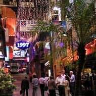 Holidays to Hong Kong - Lan Kwai Fong's evening entertainment