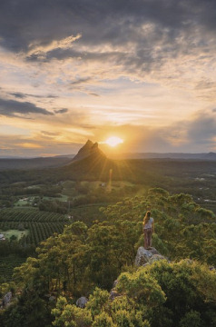 Holidays to Australia with Escape Worldwide - Glasshouse Mountains (copyright Tourism and Events Queensland / Jason Charles Hill Photography