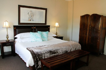 Holiday to Mooiplaas Guest House, Oudtshoorn South Africa